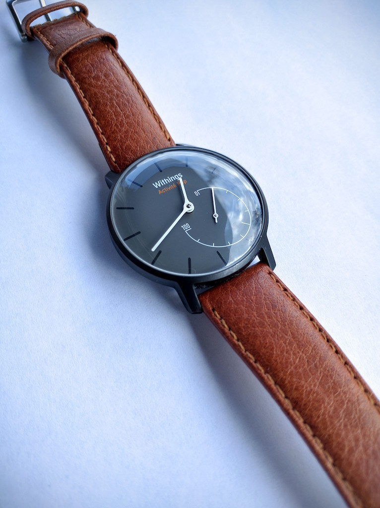 "Withings Activité Pop w/ custom Hirsch ""Forest"" light brown leather armband"